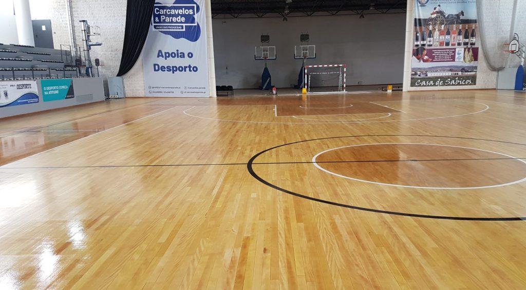 manutenção desportiva de piso interior de madeira